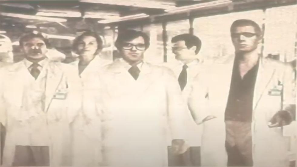 Equipo de investigación en Arklay, a la derecha, Albert Wesker